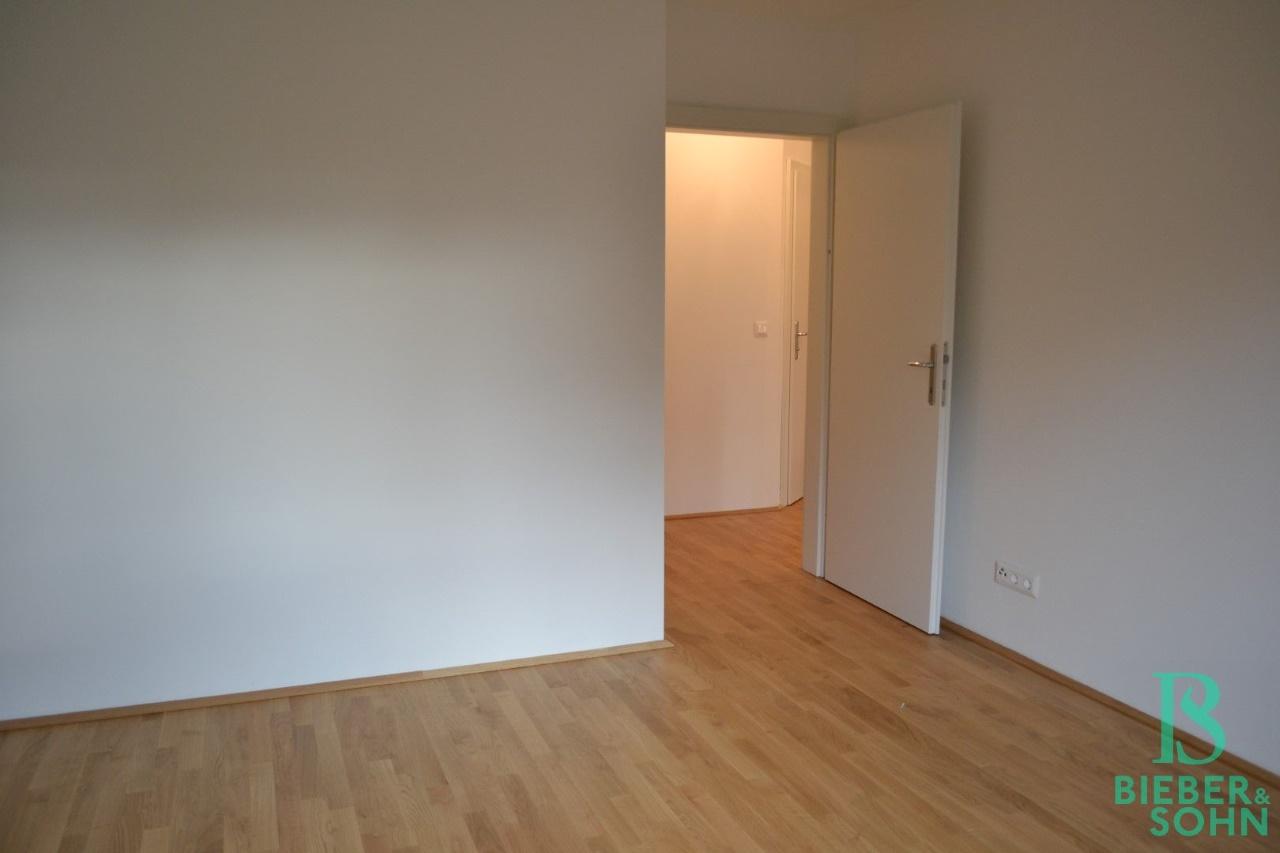 Zimmer/Blick Flur