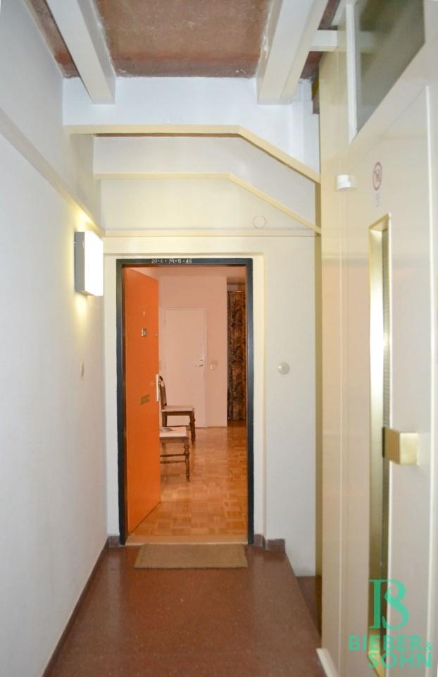 Stiegenhaus/Blick Wohnung
