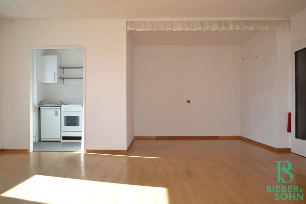 Wohnraum/Blick Küche/Schlafnische