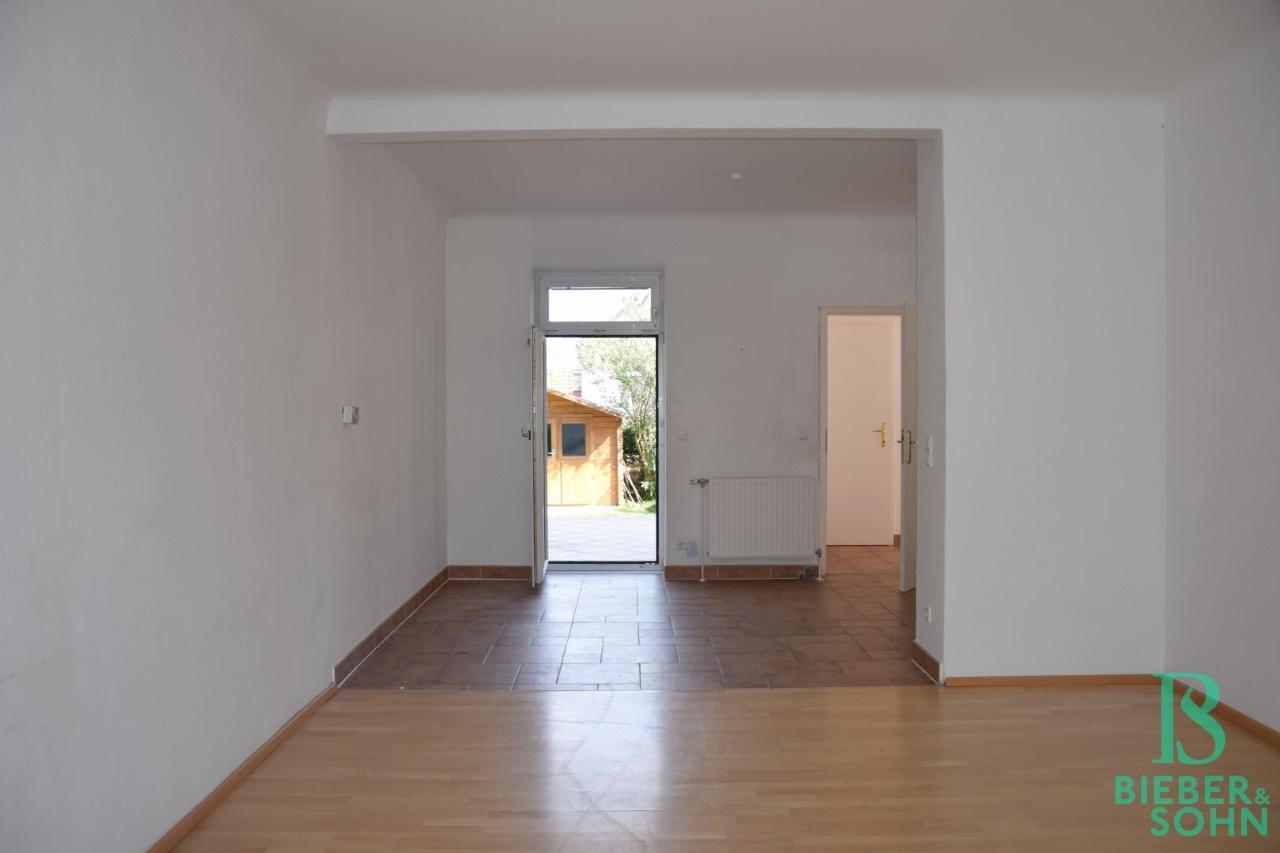 Wohnraum/Blick Essbereich/Terrasse