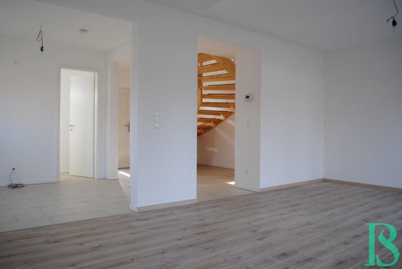 Wohnzimmer / Küche / Eingangsbereich