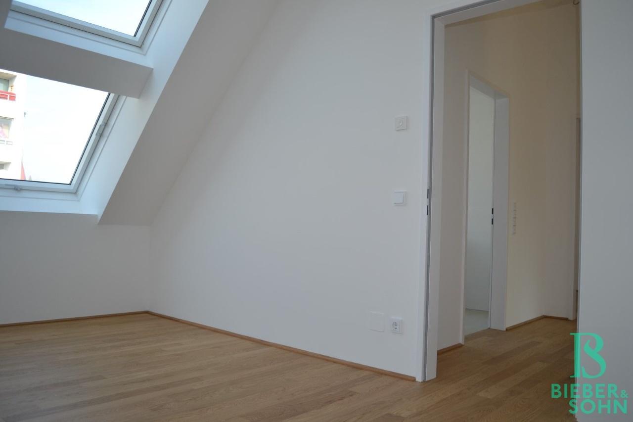 Zimmer 2/Blick Flur