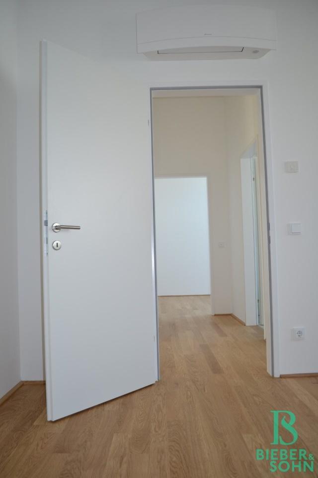 Blick zu Flur/Zimmer 2