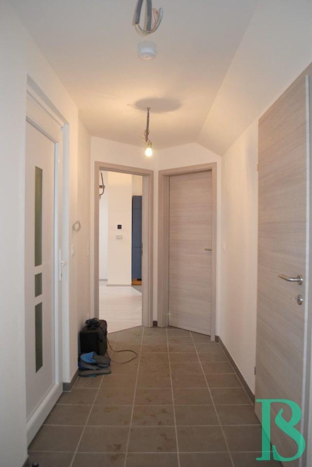Vorraum / Wohnzimmer / Bad