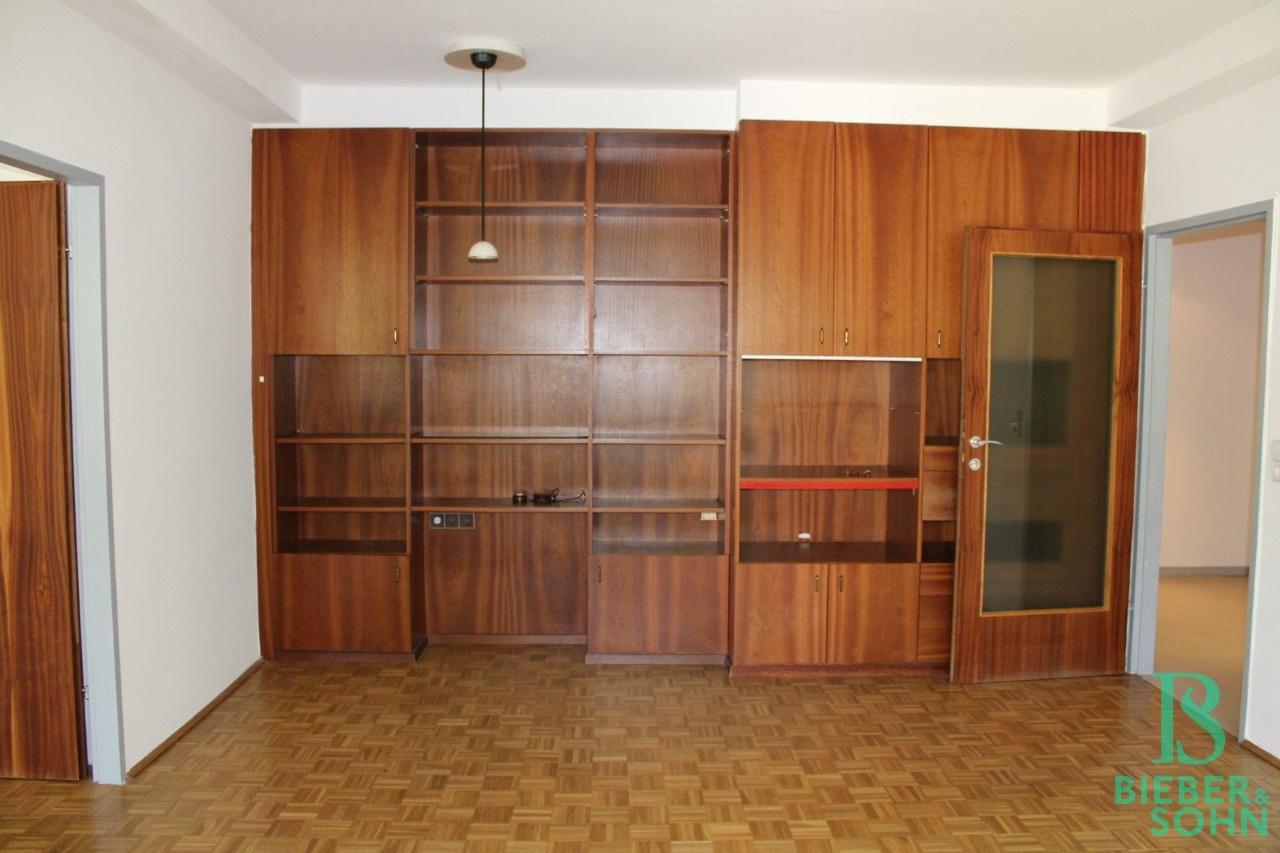 Wohnzimmer / Zimmer 1 / Vorraum