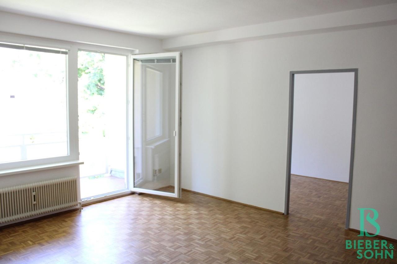 Wohnzimmer / Loggia / Zimmer 1
