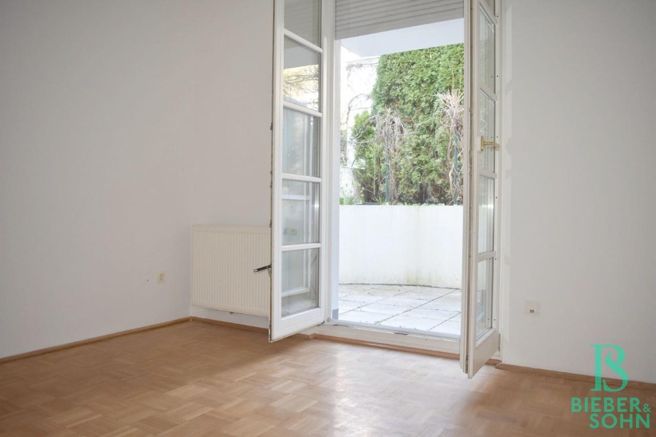 Zimmer mit Gartenausgang