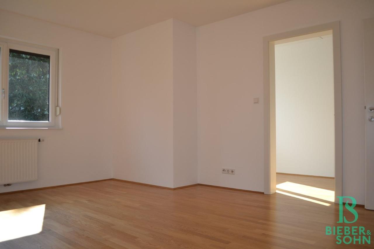 Zimmer 2/Blick Zimmer 3