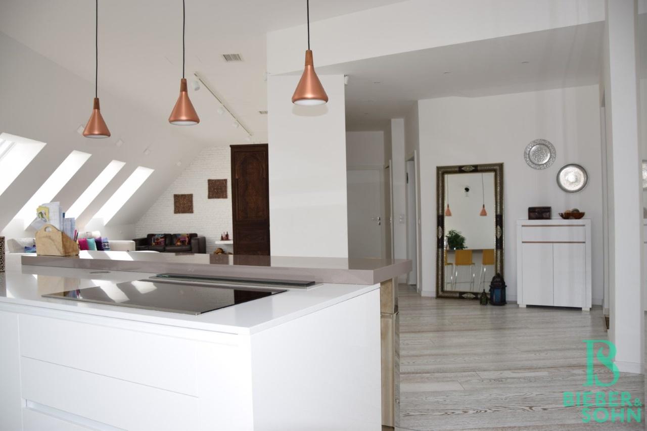 Küche/Blick Wohnsalon