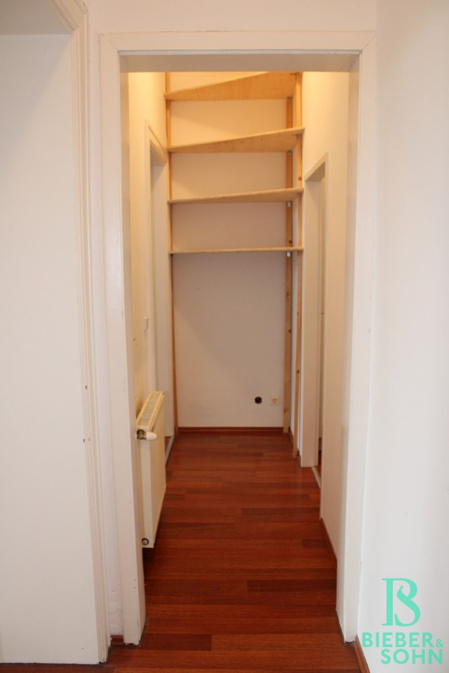 Flur / Zimmer 2 / Küche