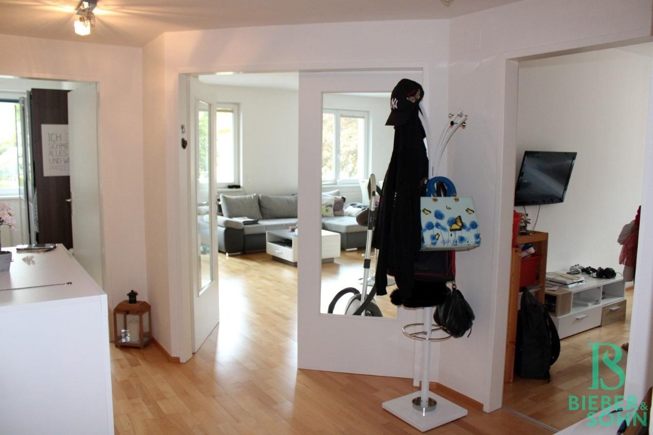 Vorraum / Zimmer 1 / Wohnzimmer / Zimmer 2