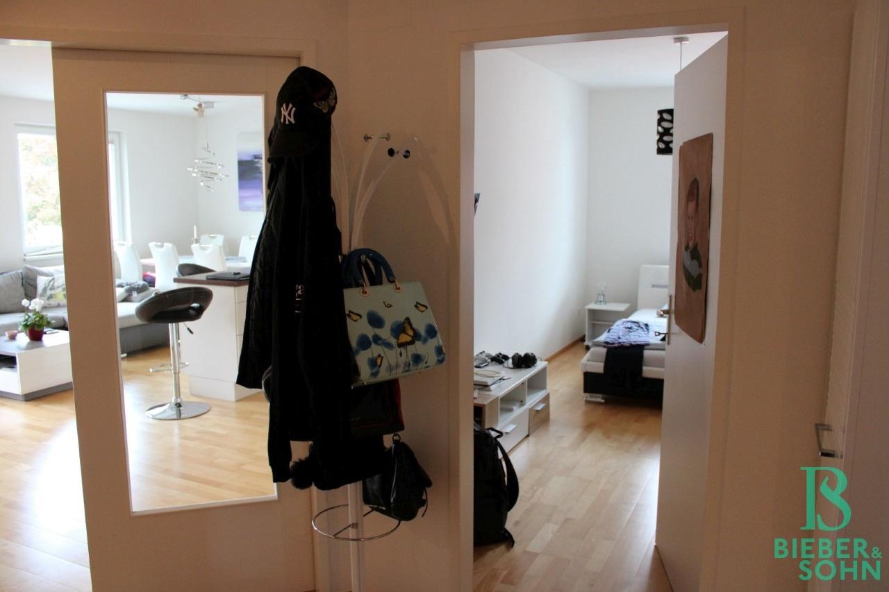 Vorraum / Wohnzimmer / Zimmer 2