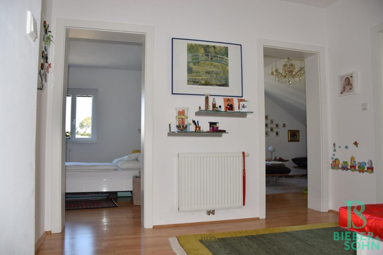 Blick Zimmer/Wohnzimmer