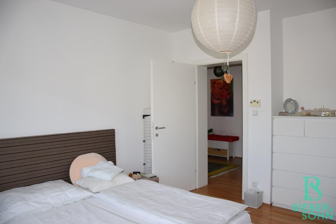 Schlafzimmer/Blick Vorraum