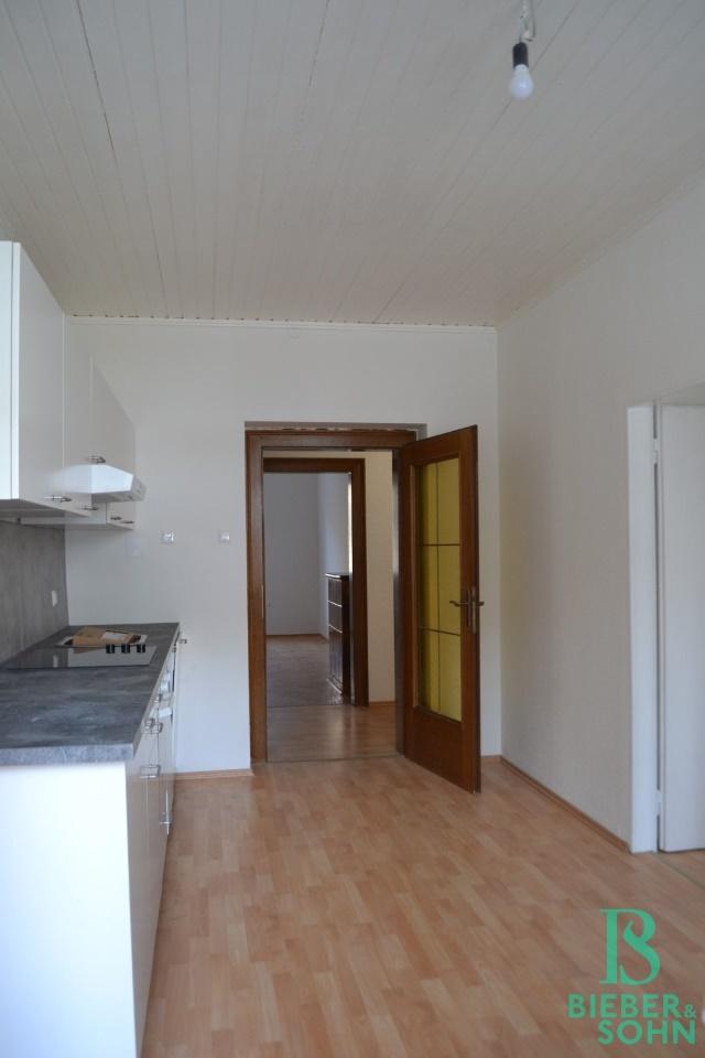 Küche/Blick Vorraum/Zimmer 1