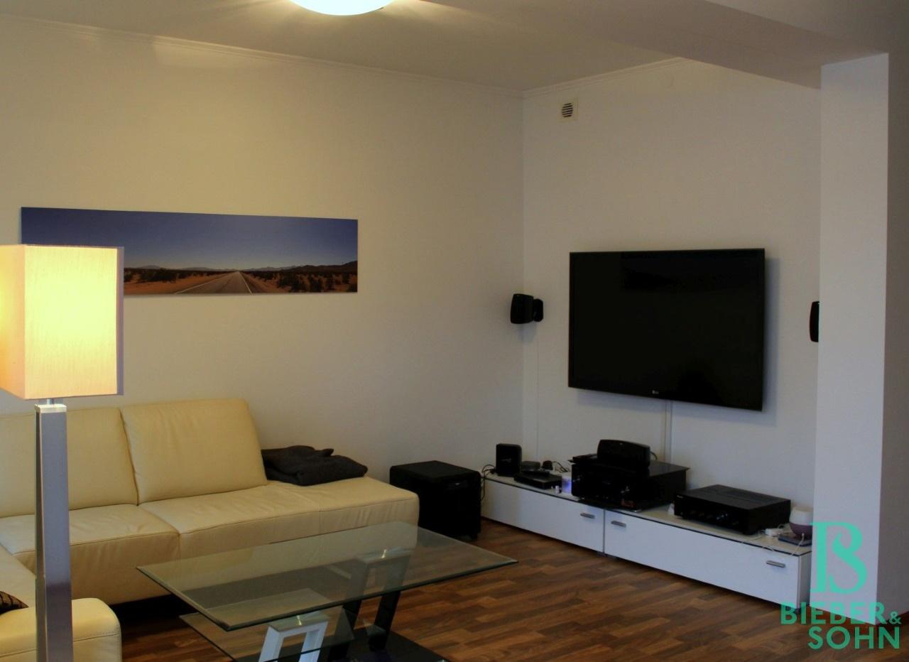 Wohnzimmer / Eingangsbereich / Küche