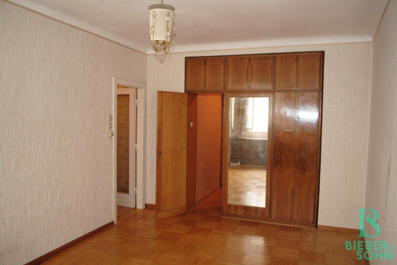 Zimmer 2 / Begehbare Garderobe