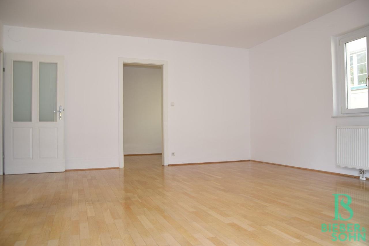 Wohnzimmer/Blick Küche