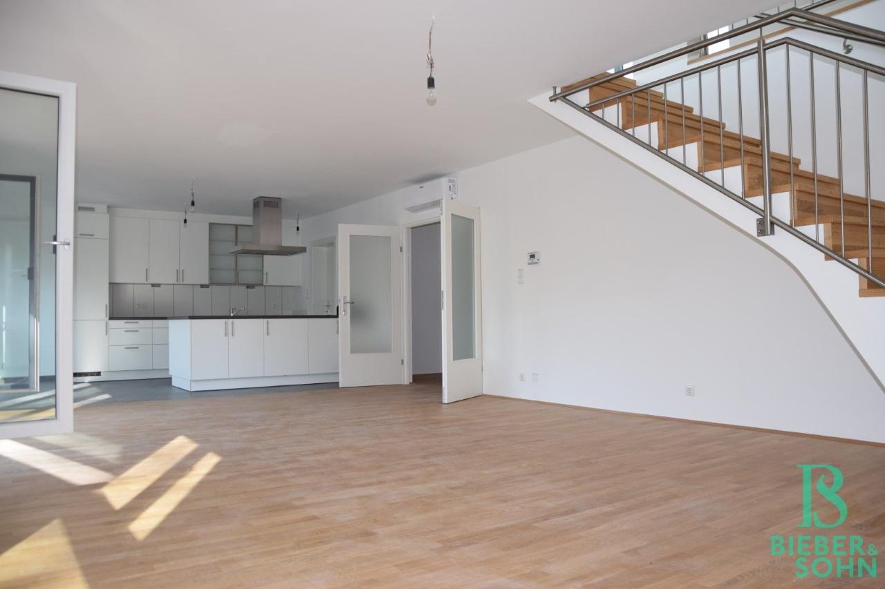 Wohnraum/Aufgang Galerie