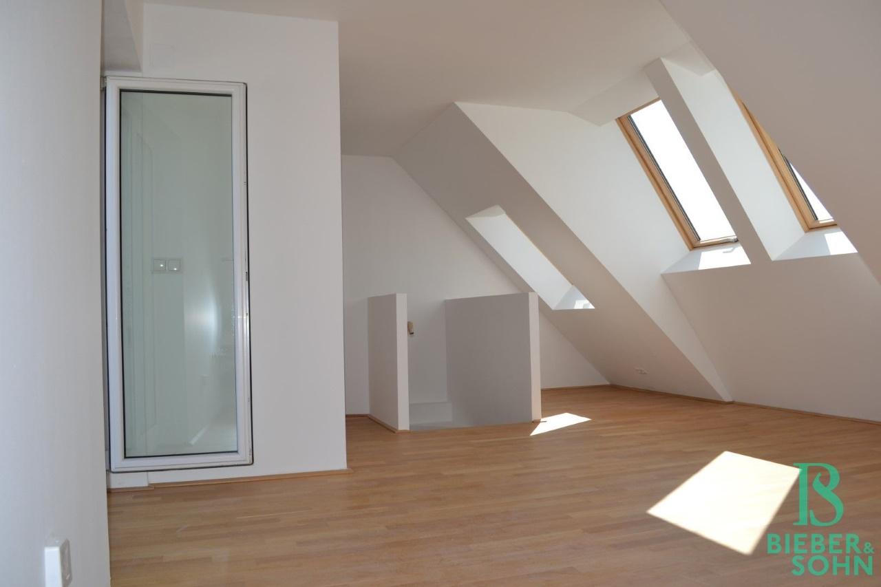 Wohnraum/Stiegenabgang
