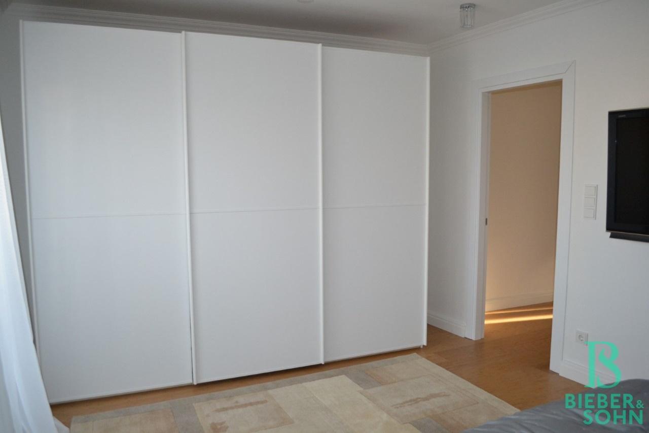 Schlafzimmer/Blick Flur