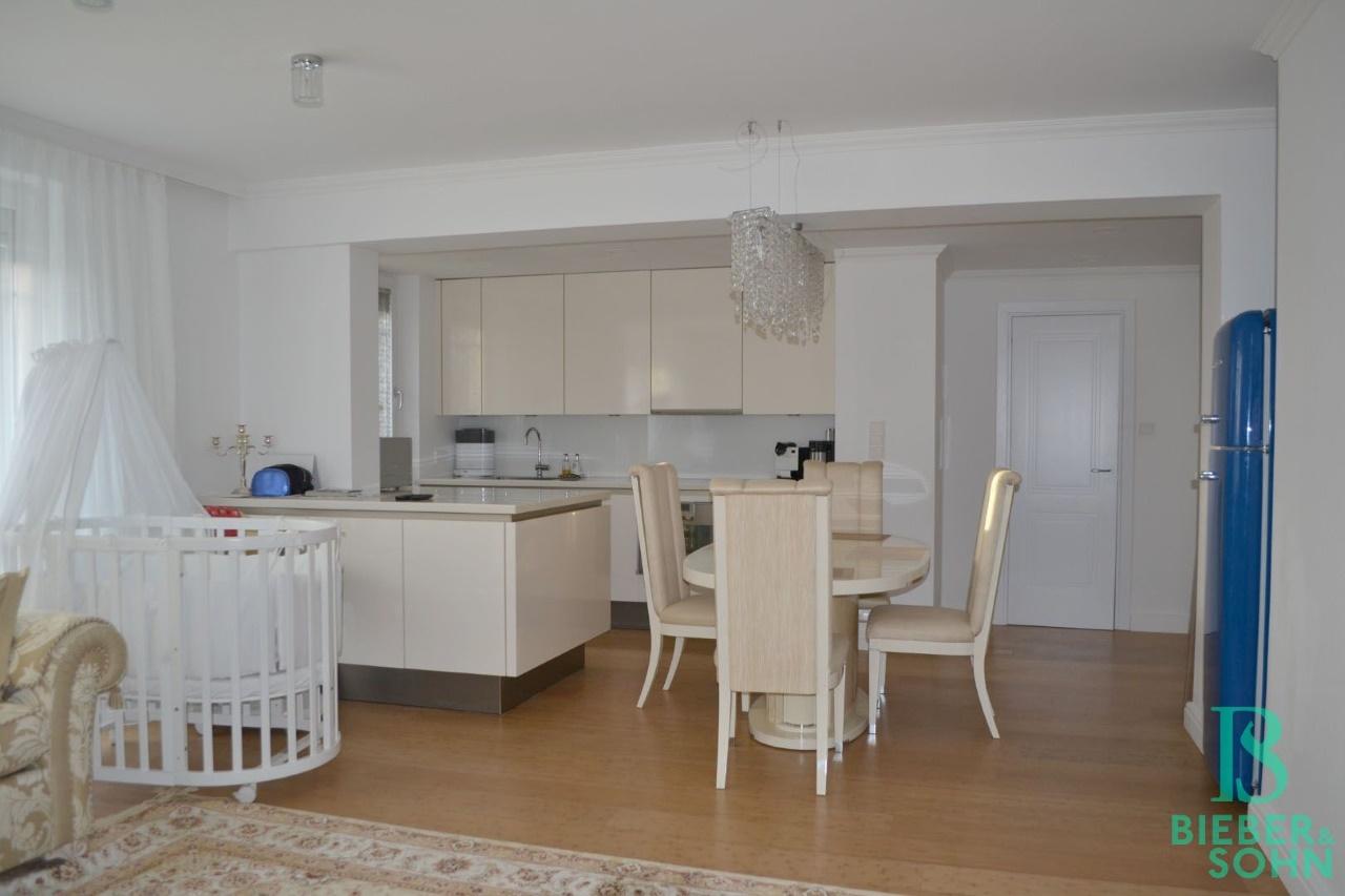 Wohnraum/Blick Küche