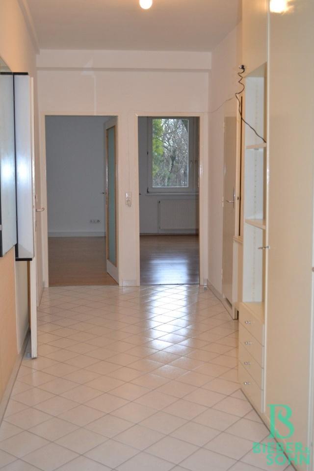Vorraum/Blick Wohnraum/Zimmer