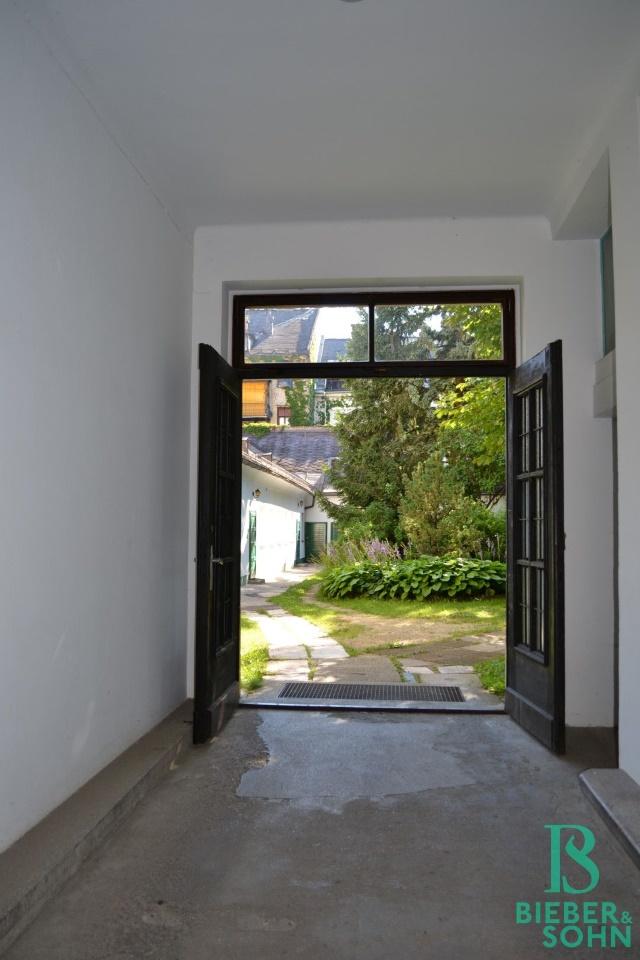 Hauseingang/Blick Grünanlage