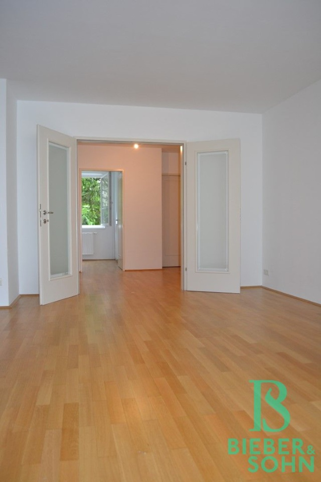 Blick Wohnraum/Vorraum/Schlafraum