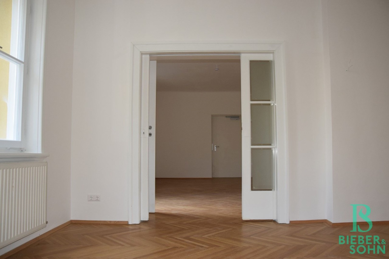 Speiseraum/Blick Wohnraum/Aufzug