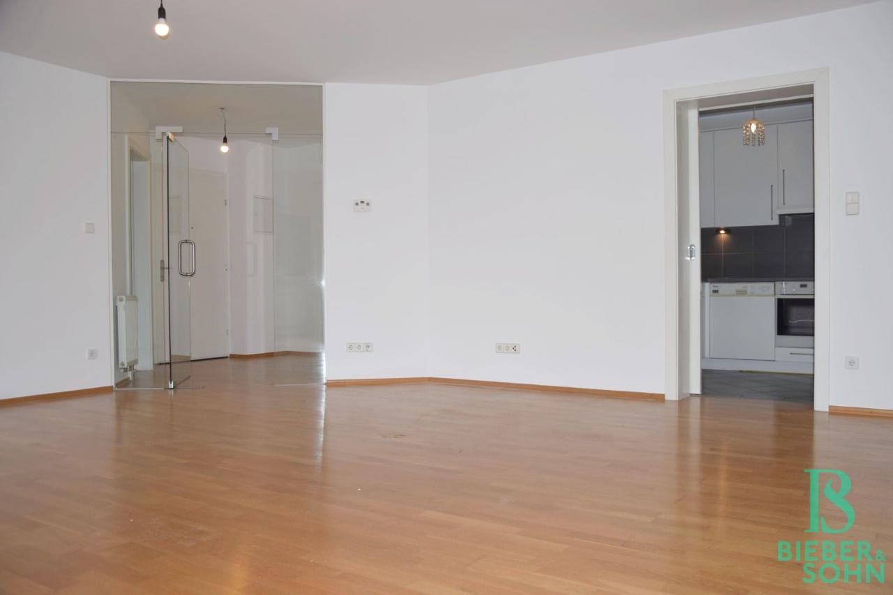 Wohnraum/Blick Küche/Vorraum