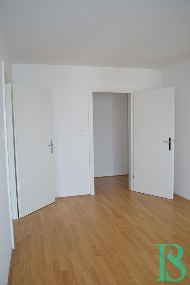 Zimmer/Blick beg. Garderobe