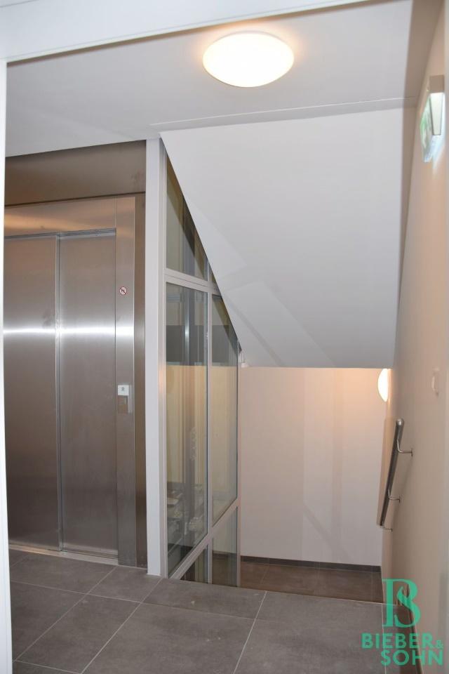 Stiegenhaus/Lift