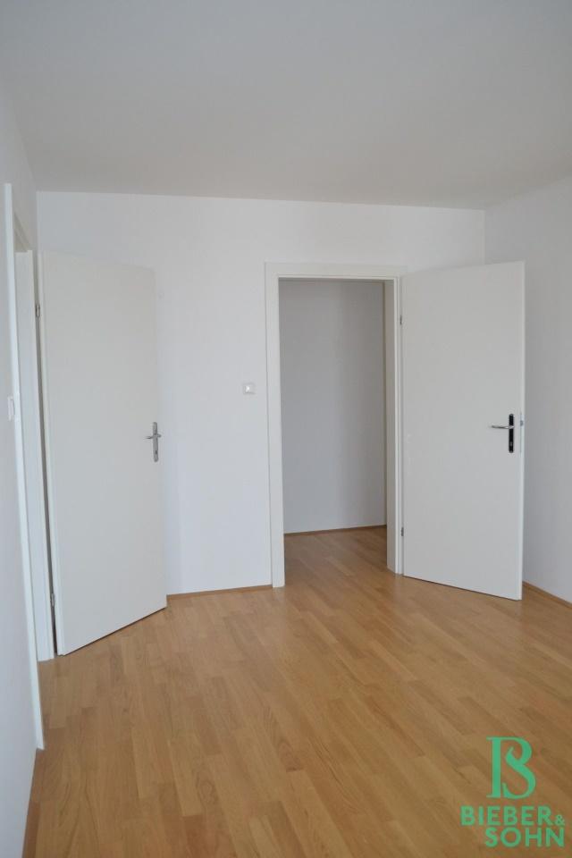 Zimmer/Blick Garderobe