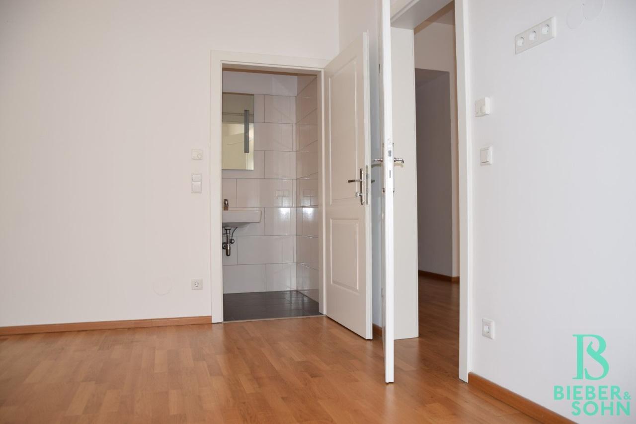 Zimmer/Blick Bad