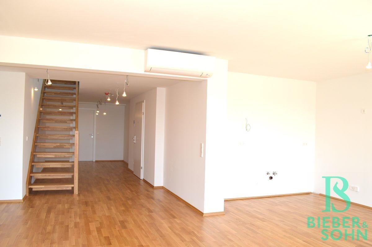 Wohnzimmer, Küche und Flur
