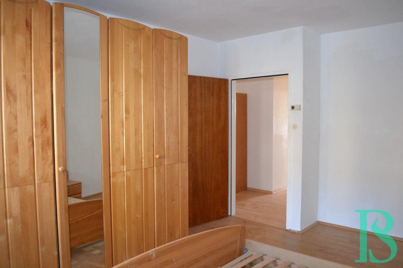 Zimmer 2/Blick Vorraum