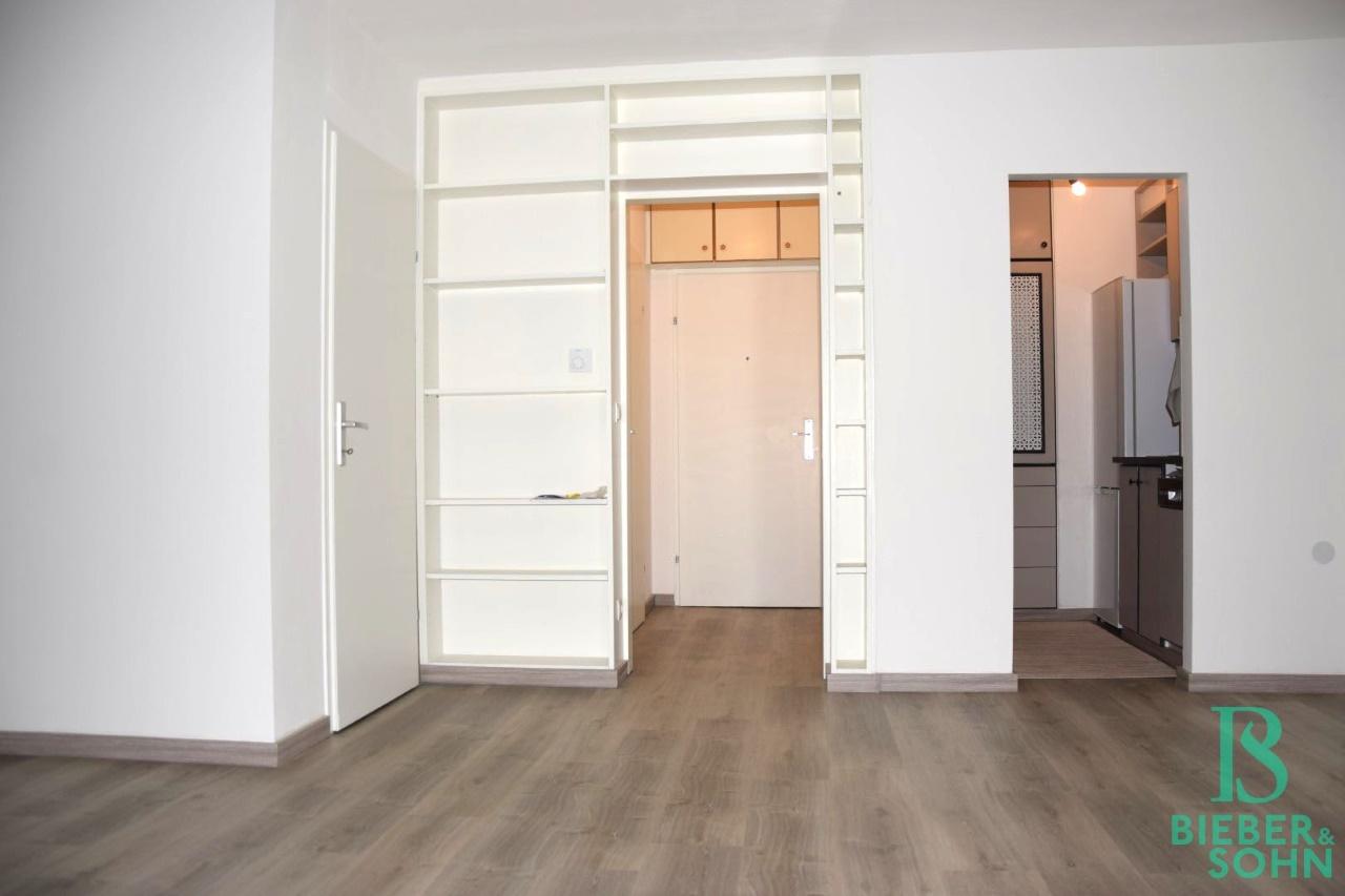Wohnraum/Blick Vorraum/Küche