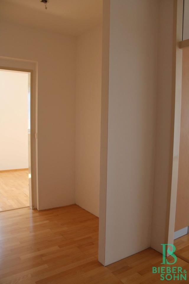 Garderobe / Zimmer 2