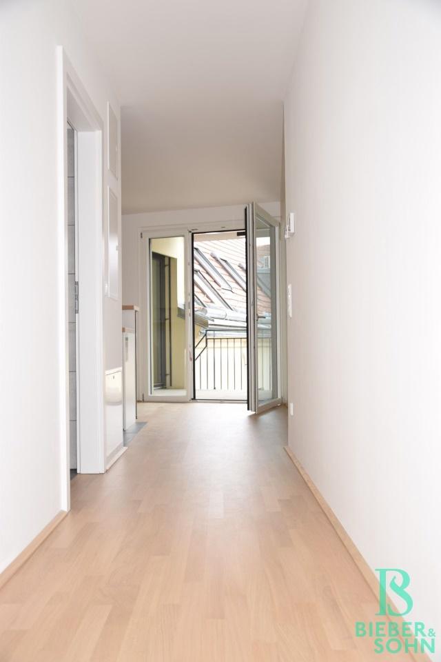Vorraum/Blick Balkon