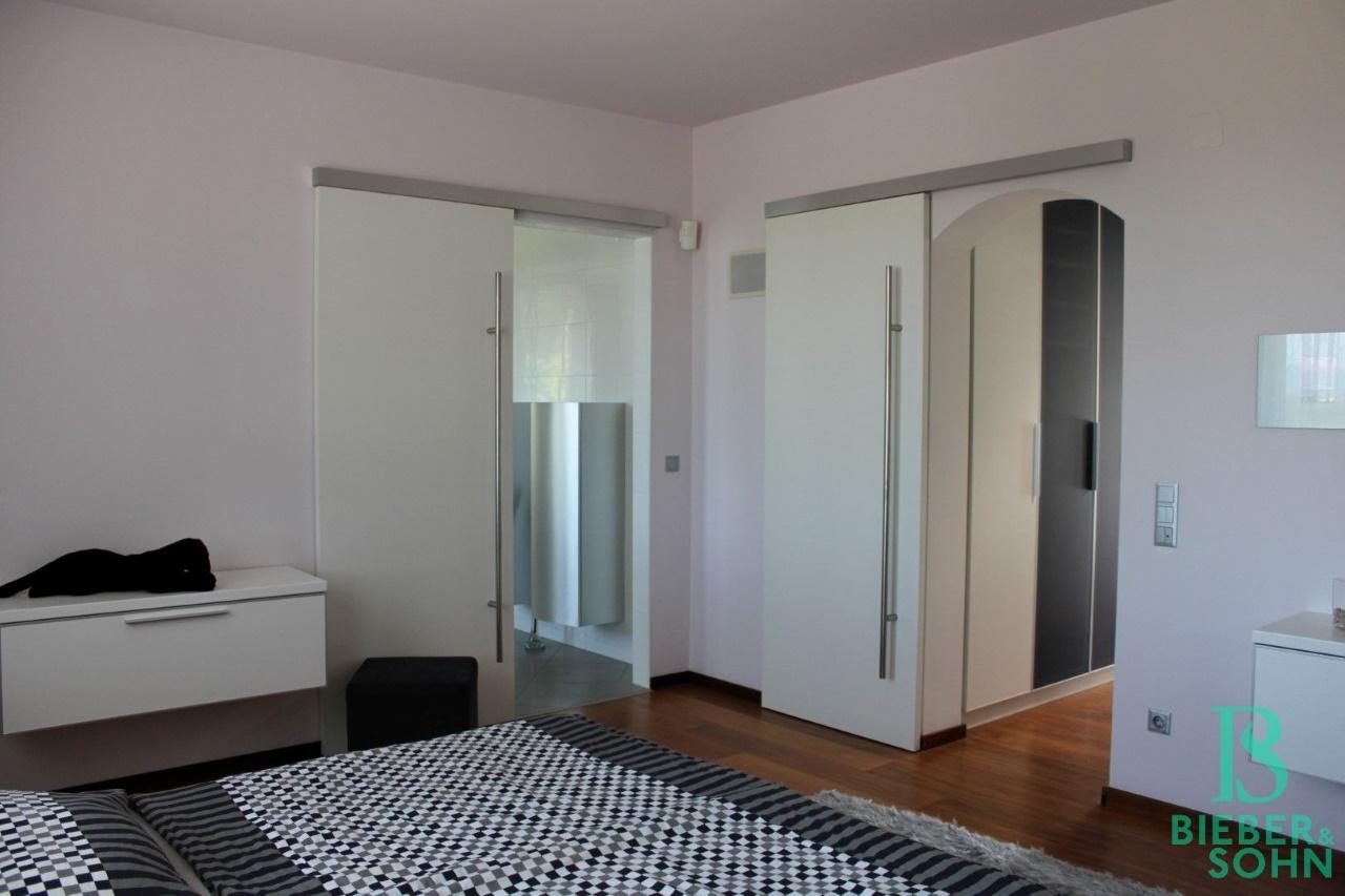 Schlafzimmer - Garderobe - Bad