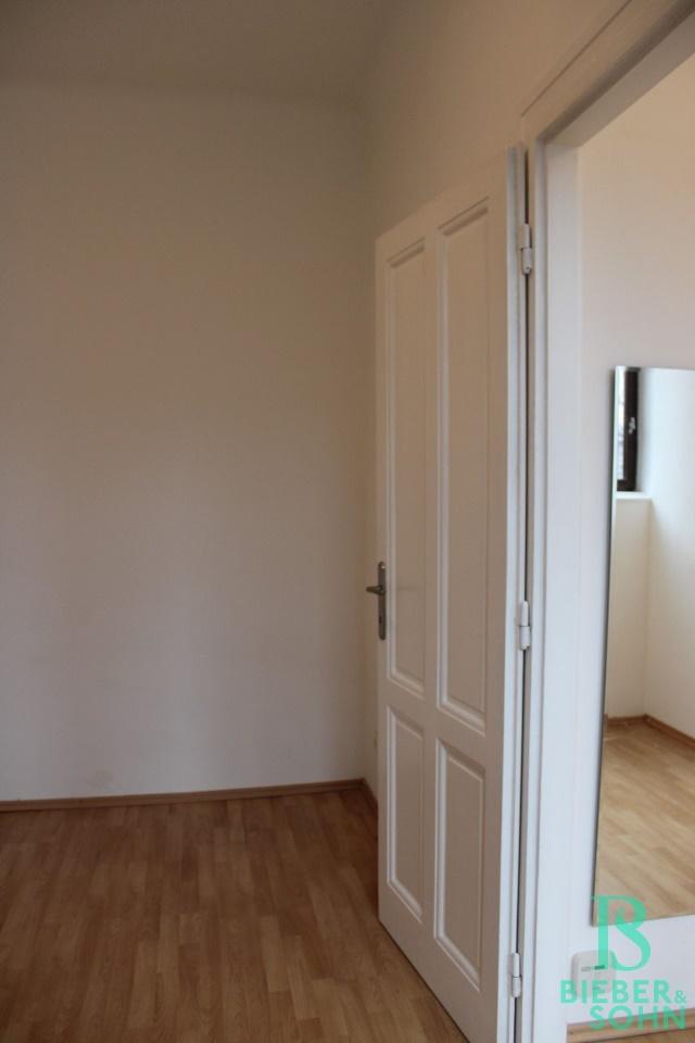 Zimmer / Vorraum - Essbereich