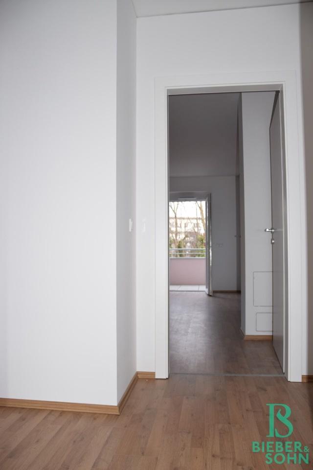 Flur/Blick Wohnraum