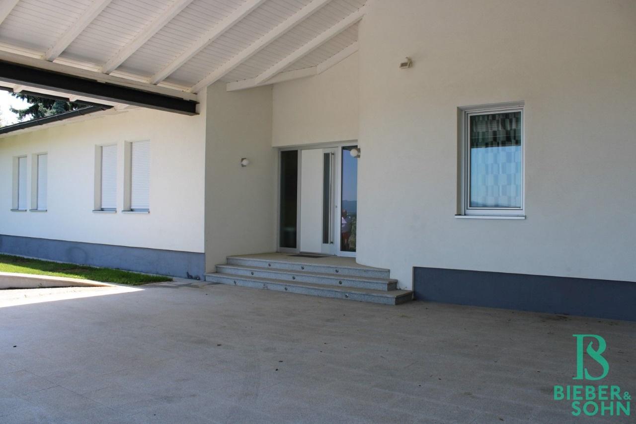 Stellplätze / Terrasse / Hauseingang