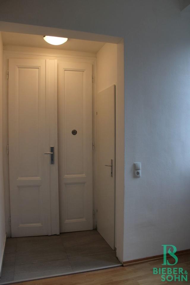 Vorraum - Essbereich / WC