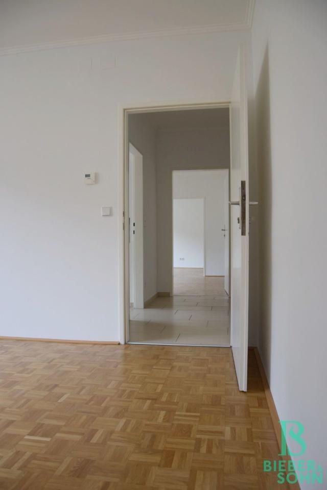 Wohnzimmer/Blick Durchgangszimmer