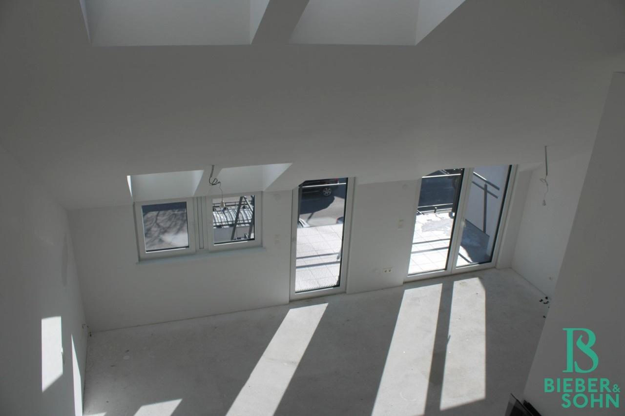 Galerie / Wohnzimmer / Balkon