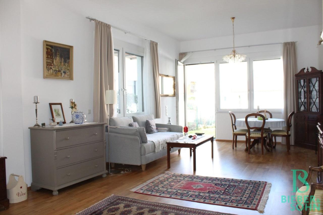 Wohnzimmer / Garten