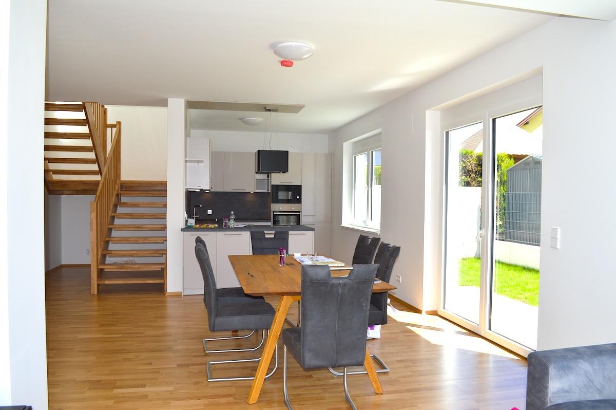 Wohnzimmer und Küche Musterhaus